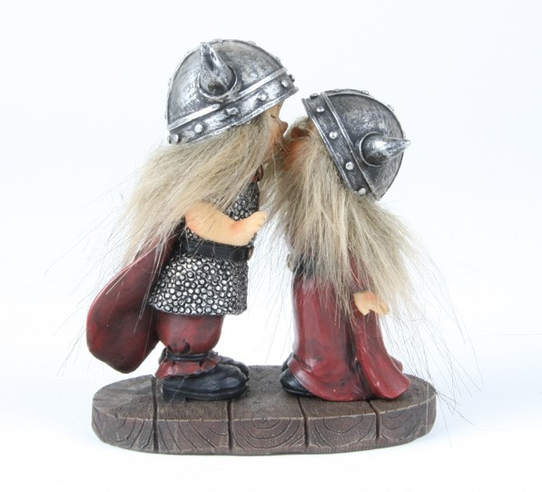 756787 statuette Vikings kissing
